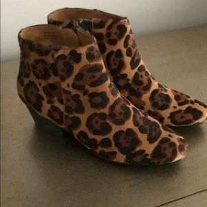 Kelsi Dagger faux Leopard fur ankle boots size 8
